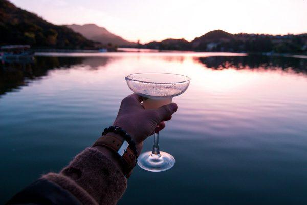5 vrolijke en zomerse diy cocktails!