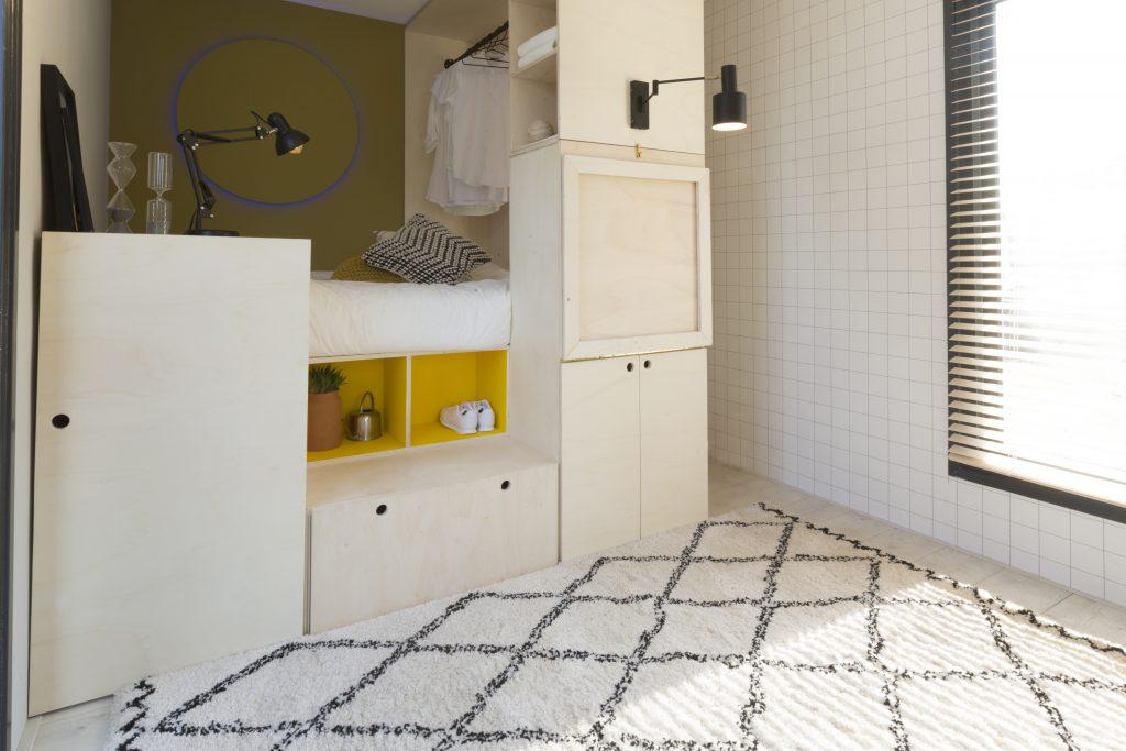 Idee voor je tiny house inrichting: handige klaptafel